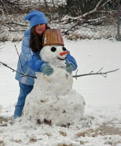 7_hug_snowman