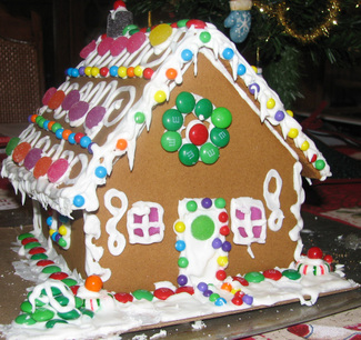 Gingerbread_house_front